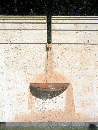 pool wall garden fountain